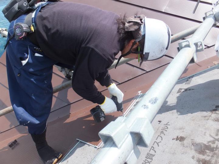 屋根を屋根でカバーする工法です