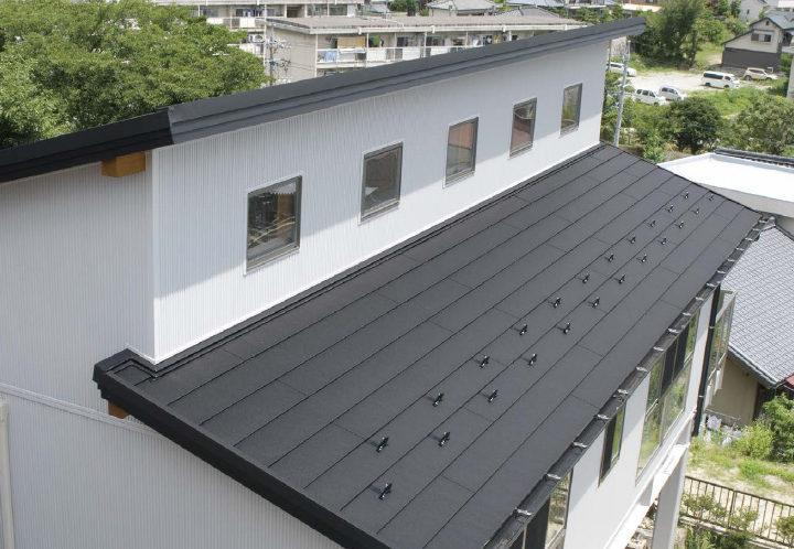 遮熱性鋼板と断熱材の高断熱ガルバリウム