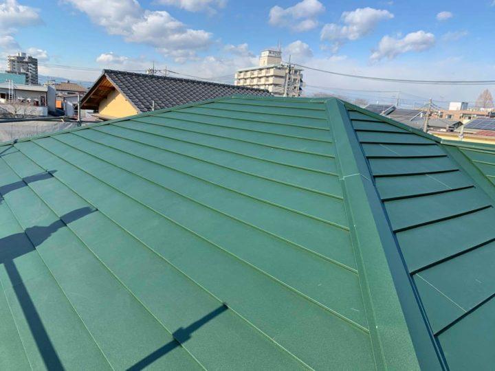 栃木県下野市 Y様邸 スレート屋根からガルバニウム鋼板『ニチハ 横暖ルーフαs』に屋根カバーリフォームしました!
